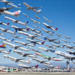 空港から飛び立つ飛行機を一つの映像に合成した動画
