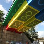 素敵なアイディア 橋をレゴのブロック風にペイント