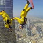 世界一高い超高層ビル「ブルジュ・ハリファ」からベースジャンプ!