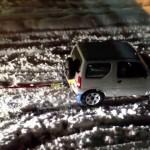 大雪で身動きがとれなくなったトラック 救出したのはまさかの「○○○○」だった!