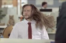 女性用のシャンプを―使った男性の髪がサラッサラッになってしまうお馬鹿CM