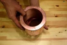 銅の筒にネオジウム磁石をくぐらせたり近づける実験