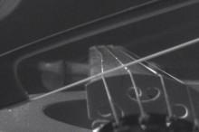 美しい音色を奏でるバイオリンの弦がどのように動いているのかわかるスローモーション映像001
