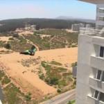 危険過ぎる人間ムササビ ウイングスーツでビルとビルの隙間を滑空