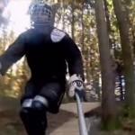 森の中を駆け抜けるインラインスケートをプレイヤー目線で撮影