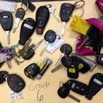 【画像21枚】みんな鍵落としすぎぃ! 野外フェスの会場で拾われた落とし物