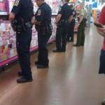 【小ネタ】ショッピングストアの売り場に警察官が集まってた。何事だったのか?