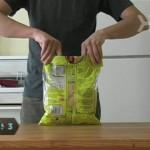 これは便利!ポテトの袋をクリップも輪ゴムも使わずに閉じる方法
