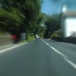 「マン島TTレース」で世界最速ラップを記録したドライバー視点の映像