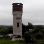 【ロシア流解体術】古びたレンガの塔を強引に倒壊させる