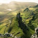 スコットランドの山岳地帯や緑が広がる木々の美しい風景