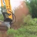 「切る」のでは無く「砕く」 触れた瞬間に木を粉々に砕く伐採マシーン