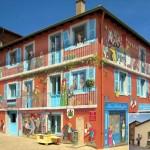 無機質な建物から人の存在感や活力を感じられる建物に変化させるストリートアート