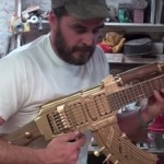 兵器の第二の人生 自動小銃「AK-47」をギターに改造