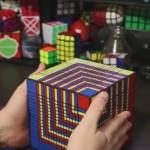 驚愕の17×17×17のルービックキューブ すべての面を揃えるのにかかった時間は?