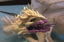 """まさか""""紙""""でここまでのモノを作り上げるとは… メッチャカッコイイ、ドラゴンを紙で作り上げる工程"""