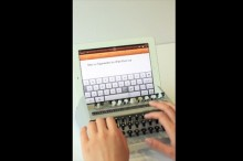 古いんだけど新しい iPadで文字をタイプライターみたいに入力できちゃうキーボード