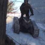 どんな悪路も走破するキャタピラを装備した一人乗りバギーがかっこいい!
